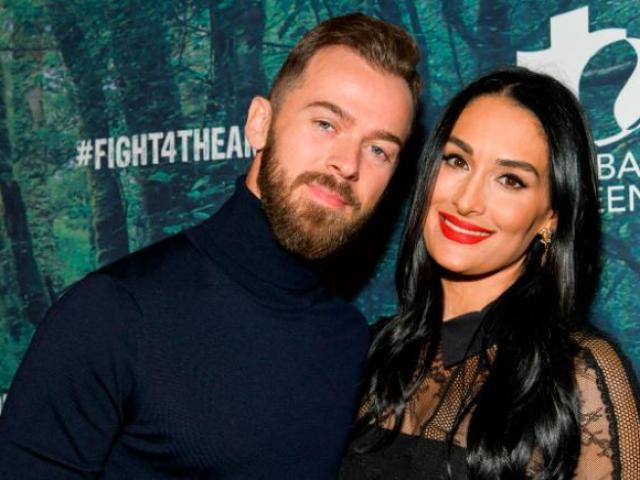 """Mỹ nhân đấu vật theo """"tiếng gọi tình ái"""": Vợ hụt John Cena có gặp vết xe đổ cũ?"""