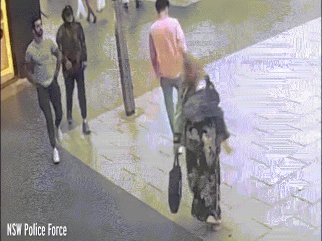 Hai người đàn ông cướp hơn 500 cuộn giấy vệ sinh trong siêu thị