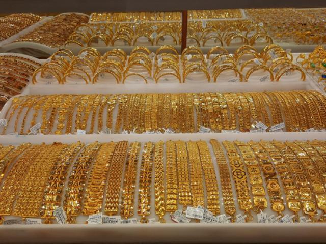 Giá vàng hôm nay 26/1: Đồng USD tăng đẩy vàng đi xuống