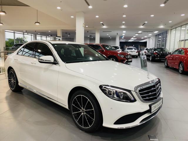 Giá xe Mercedes C200 mới nhất 2021: Cập nhật giá mới và thông số