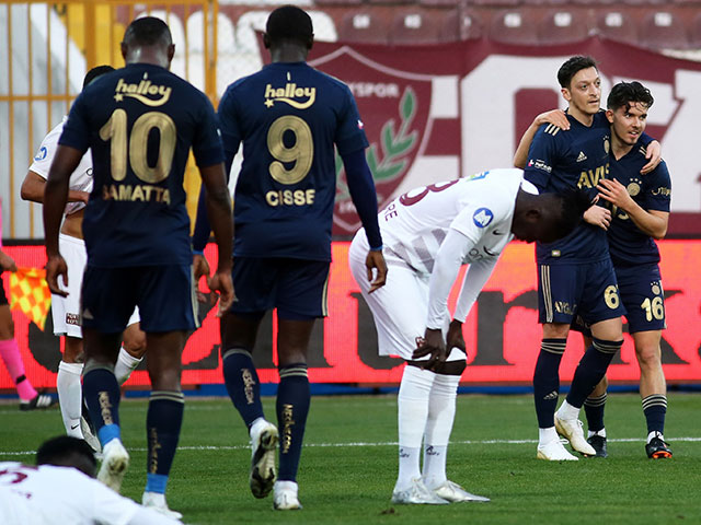 """Ozil tái xuất giúp """"đại gia"""" Thổ Nhĩ Kỳ kết liễu đối thủ, Arsenal tiếc đứt ruột"""