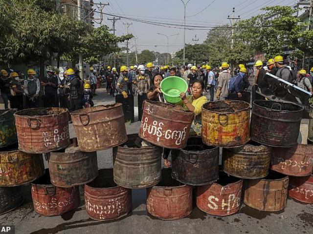 Quốc gia ĐNA kêu gọi người dân rời Myanmar càng sớm càng tốt