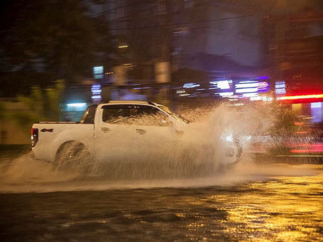 Kinh nghiệm lái xe cho cánh tài xế trong mùa mưa lũ sắp tới - Hạn chế tối đa rủi ro hư hỏng xe