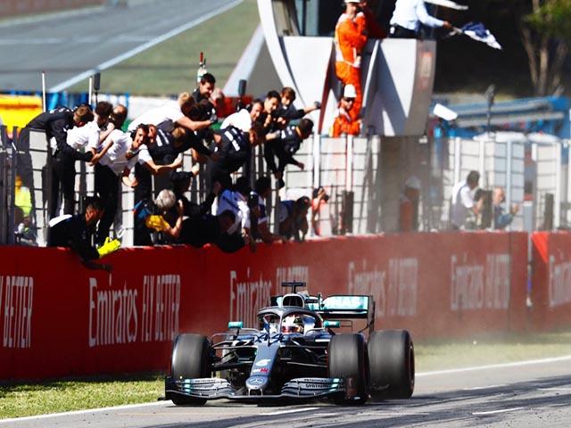 Đua xe F1: Mercedes trước ngưỡng cửa lịch sử, máu lửa phần còn lại - 4