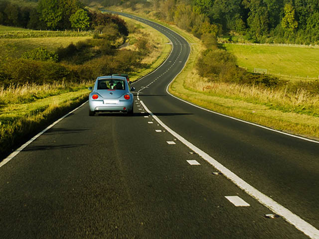 Lái xe ngay sau khi khởi động, điều này nên hay không nên?