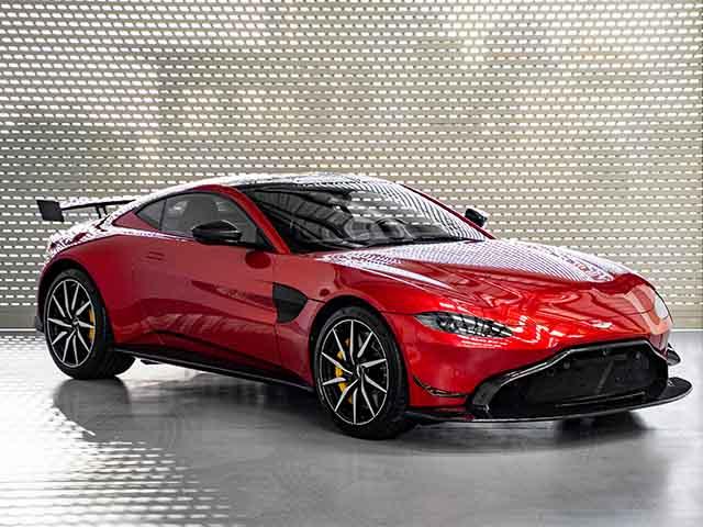 Aston Martin V8 Vantage với gói độ chính hãng AMR lần đầu xuất hiện tại Việt Nam