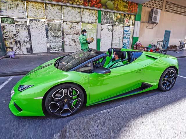 Shipper nhà có điều kiện lái Lamborghini Huracan đi giao xoài