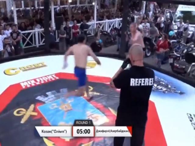 """Võ sĩ UFC đá trúng cao thủ """"mặt sắt"""": Chân cứng như thép cũng sưng húp - 2"""