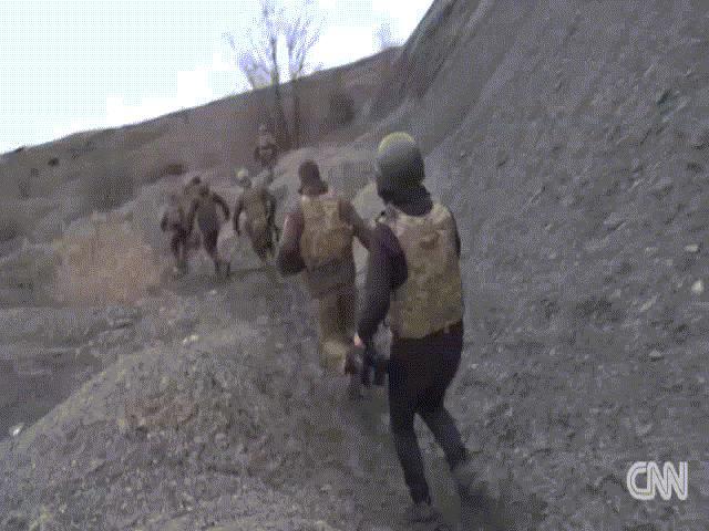 CNN: Tổng thống Ukraine đến chiến hào nơi tiền tuyến, hé lộ cảnh chưa từng công bố