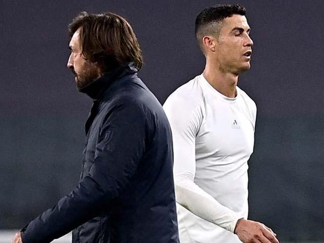 """Ronaldo """"sợ bóng"""" khi đứng hàng rào chống đá phạt, Pirlo sắp ra phán quyết"""