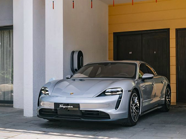 Loạt xe điện Porsche Taycan chính hãng có mặt tại Việt Nam, giá bán từ hơn 4,7 tỷ đồng