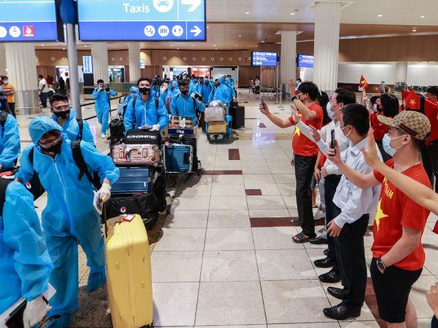 ĐT Việt Nam được chào đón nồng nhiệt ở UAE, sẵn sàng đua vé World Cup