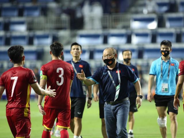 """ĐT Việt Nam đại thắng Indonesia: Quang Hải rạng rỡ, thầy Park """"mở hội"""" ở UAE"""