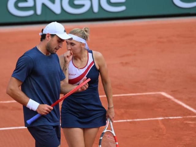 """Tay vợt nam giúp kiều nữ """"ảnh nóng"""" vào chung kết Roland Garros"""