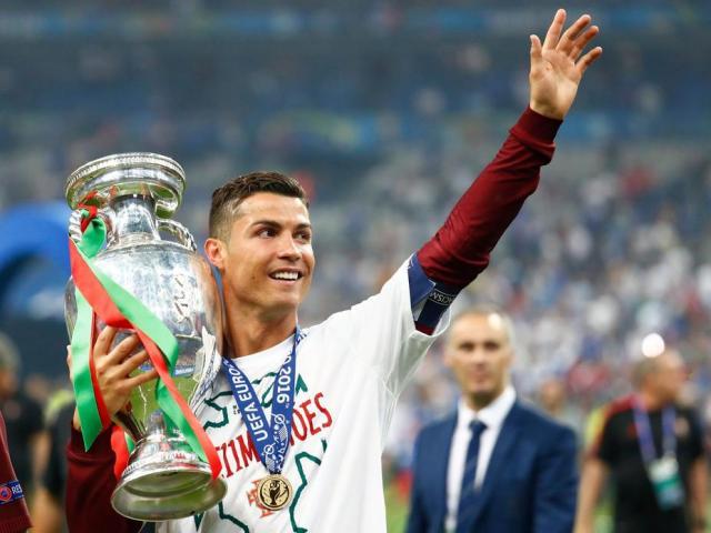 """Bồ Đào Nha vào bảng """"tử thần"""" EURO, Ronaldo dằn mặt Pháp và Đức"""