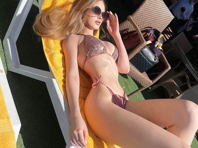 2 cô gái Nga có thân hình siêu tưởng như búp bê sống