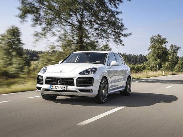 Xe điện Porsche Taycan lộ hình ảnh nội thất đầy công nghệ với 04 màn hình kỹ thuật số - 4