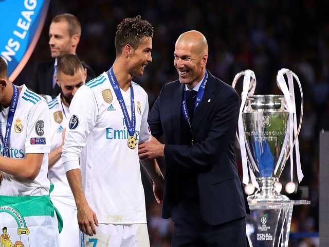 """Real khủng hoảng: Zidane lộ nguyên hình, """"ăn may"""" 3 Cúp C1 nhờ Ronaldo"""