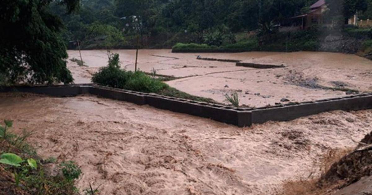 Mưa lớn, chân đập nước có dung tích 60.000m3 ở Lào Cai bị sạt lở