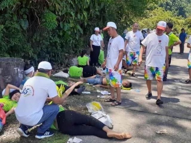 Hiện trường vụ lật xe khiến nhiều người tử vong ở Quảng Bình