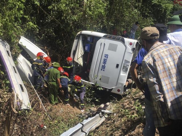 Vụ lật xe du lịch ở Quảng Bình: Đã có 13 người tử vong