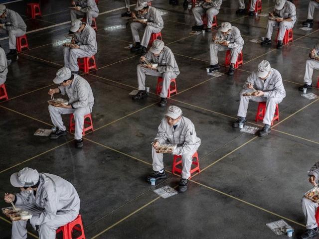 """Cơn """"ác mộng"""" mang tên Covid-19 của gần 300 triệu lao động Trung Quốc"""