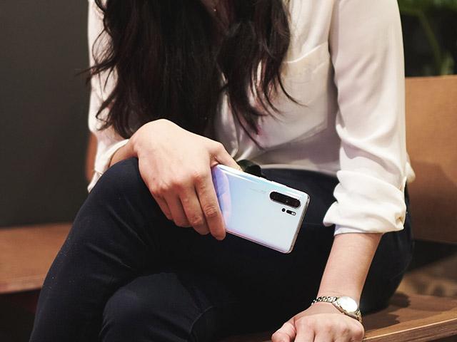 """Nhiều điện thoại Huawei rơi vào trạng thái """"sống chết mặc bay"""""""