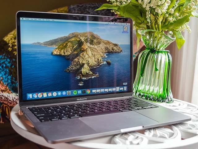 Đã có thể mua MacBook Pro 13 inch 2020 giá rẻ hơn từ Apple