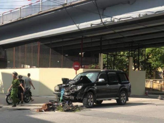 Va chạm với ô tô, 2 vợ chồng tử vong thương tâm