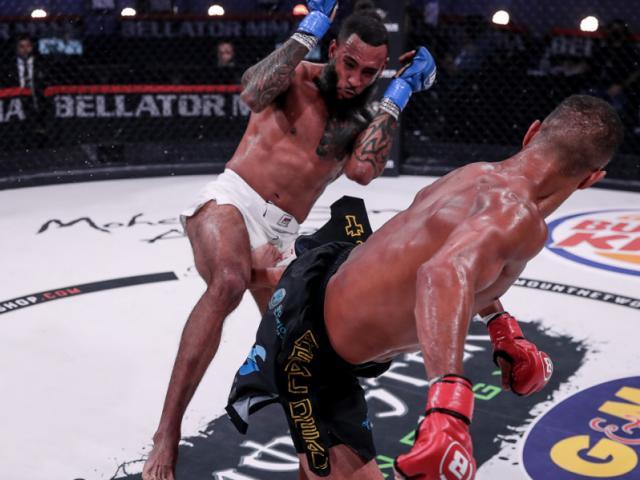 Đòn kinh điển xuất hiện tại MMA: Cú đánh gót knock-out đáng sợ - 2