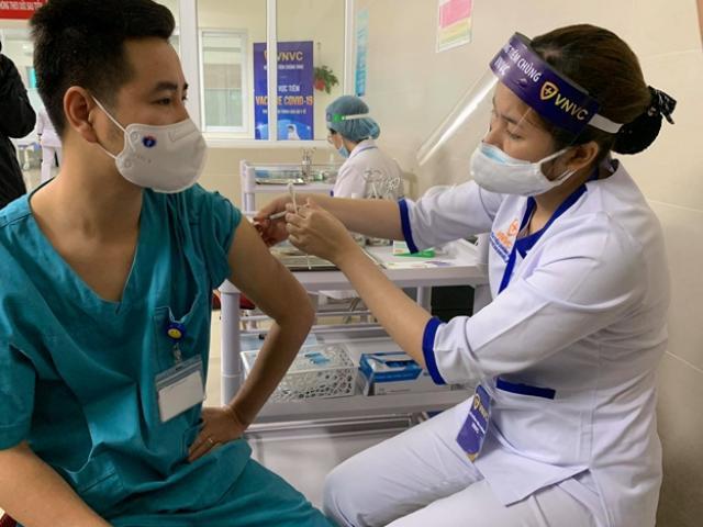 Bộ Y tế hỏa tốc yêu cầu đẩy nhanh tiến độ tiêm vắc-xin COVID-19