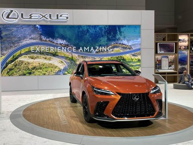 Ảnh thực tế Lexus NX 2022 với màu ngoại thất Cadmium Orange
