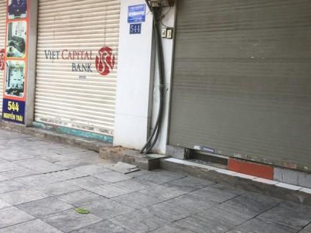 Khung cảnh vắng vẻ, tiêu điều do COVID-19 ở những khu hàng quán tấp nập nhất Hà Nội