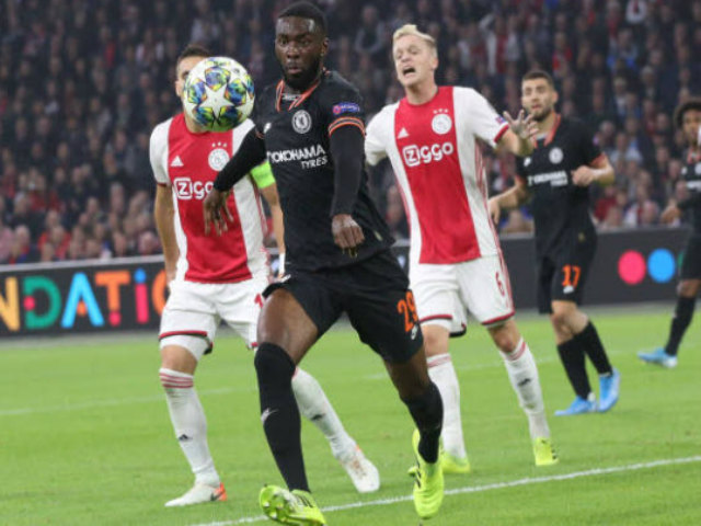 VAR khiến triệu fan phẫn nộ: UEFA âm mưu cứu Chelsea Cúp C1? - 6