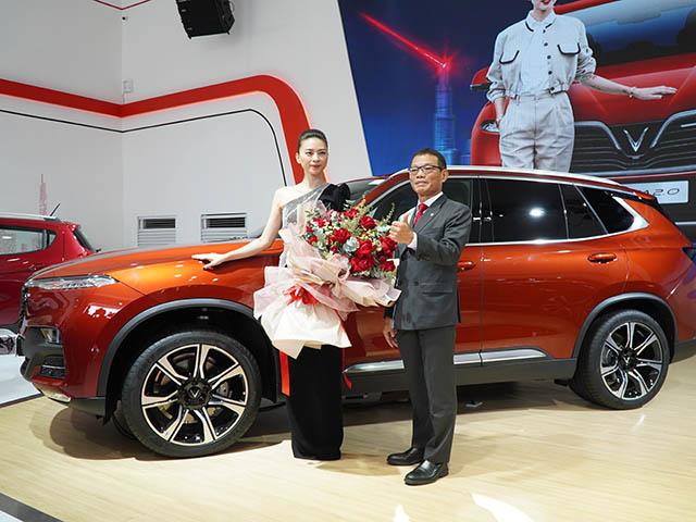 VinFast tặng xe Lux SA 2.0 cho Đại sứ thương hiệu Ngô Thanh Vân tại VMS 2019 - 11
