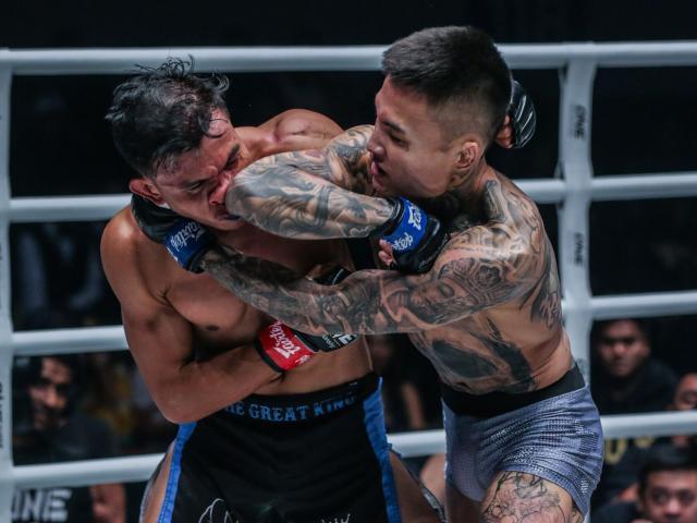 """""""Đỏ mặt"""" đả nữ UFC cởi sạch đồ chỉ còn đai vô địch: Võ sĩ nam thổn thức - 3"""