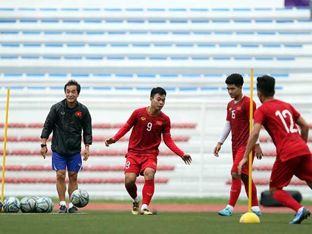Thầy Park chải đầu, lấy giày cho học trò trước thềm đại chiến U22 Indonesia - 7