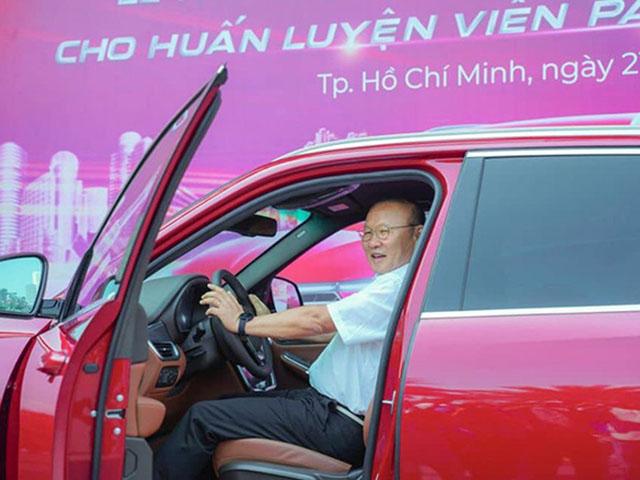 VinFast tặng xe LUX A2.0 trị giá 1,35 tỷ đồng cho HLV Mai Đức Chung - 7