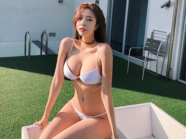 """2 hot girl mạng xã hội Hàn vướng nghi vấn """"trùng tu"""" toàn thân"""