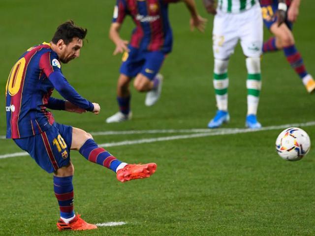 """Pha đá 11m cực """"dị"""" khiến đối thủ mắc lừa, Messi và Ronaldo phải nể"""