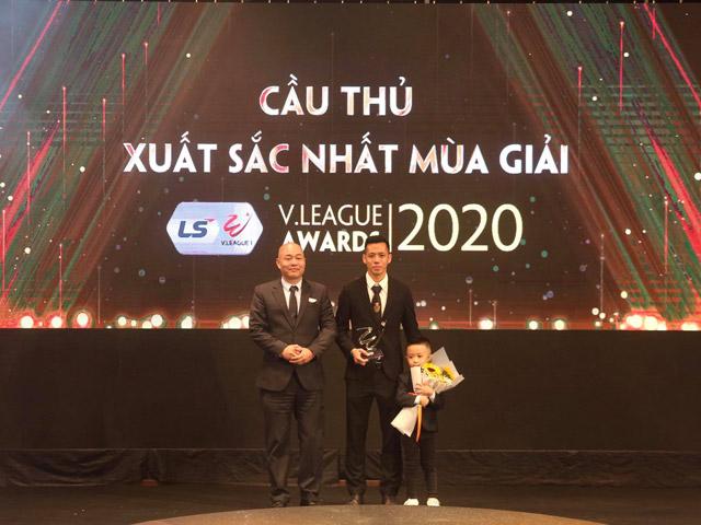 CLB Hà Nội thống trị giải thưởng V-League 2020, vinh danh Quang Hải - Văn Quyết