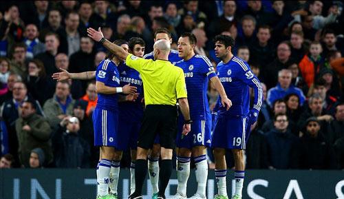 Chelsea thắng trở lại, Mourinho vẫn im lặng
