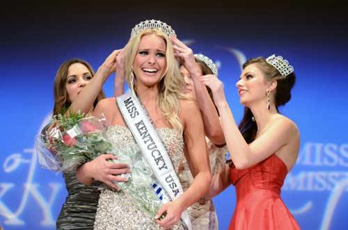 Quá đẹp, VĐV bóng chuyền đạt Hoa hậu ngay lần đầu thi