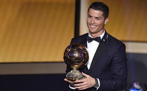 Các cầu thủ Real đồng loạt chúc mừng Ronaldo