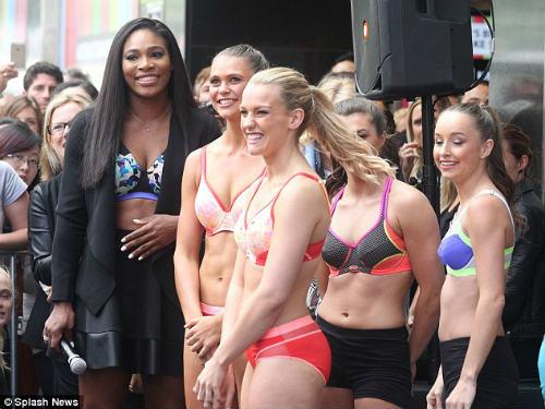 Serena phô diễn nội y trước công chúng ở Australian Open