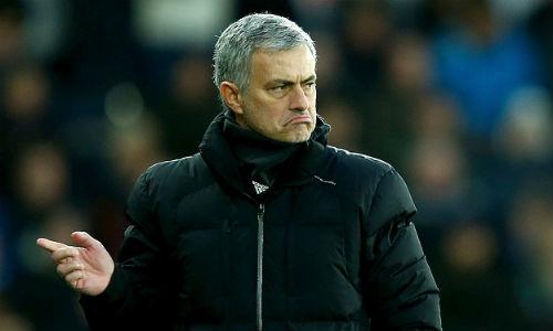 Mourinho yêu cầu fan Chelsea tôn trọng Gerrard