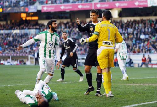 HLV Ancelotti nổi giận sau trận thắng nhọc của Real