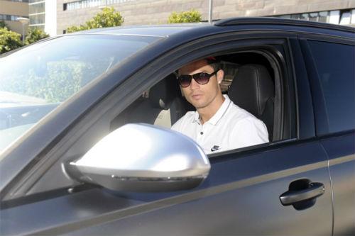 Chờ án phạt, Ronaldo bất ngờ đi bệnh viện