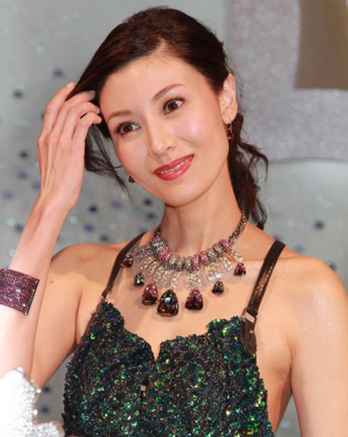 Bí quyết trẻ mãi của 'hoa hậu đẹp nhất Hong Kong' - hình ảnh 7