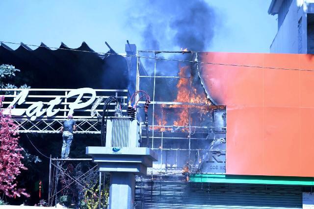TPHCM: Cháy quán cà phê, khách nháo nhác bỏ chạy - hình ảnh 2